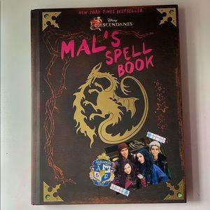 Mal's Spell Book: A Descendants Story
